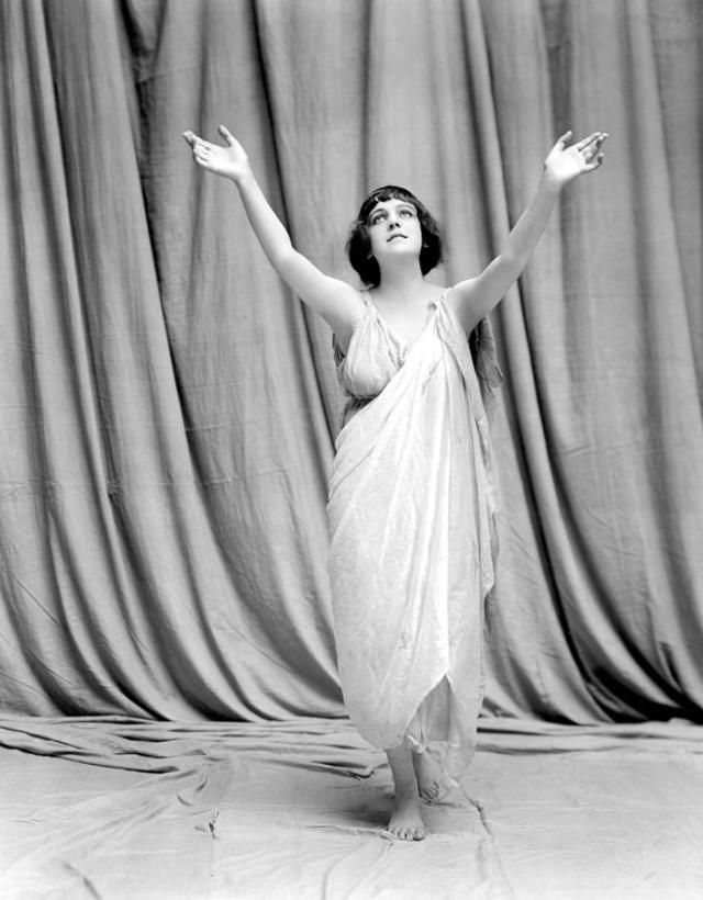 1-isadora-duncan-undated-everett